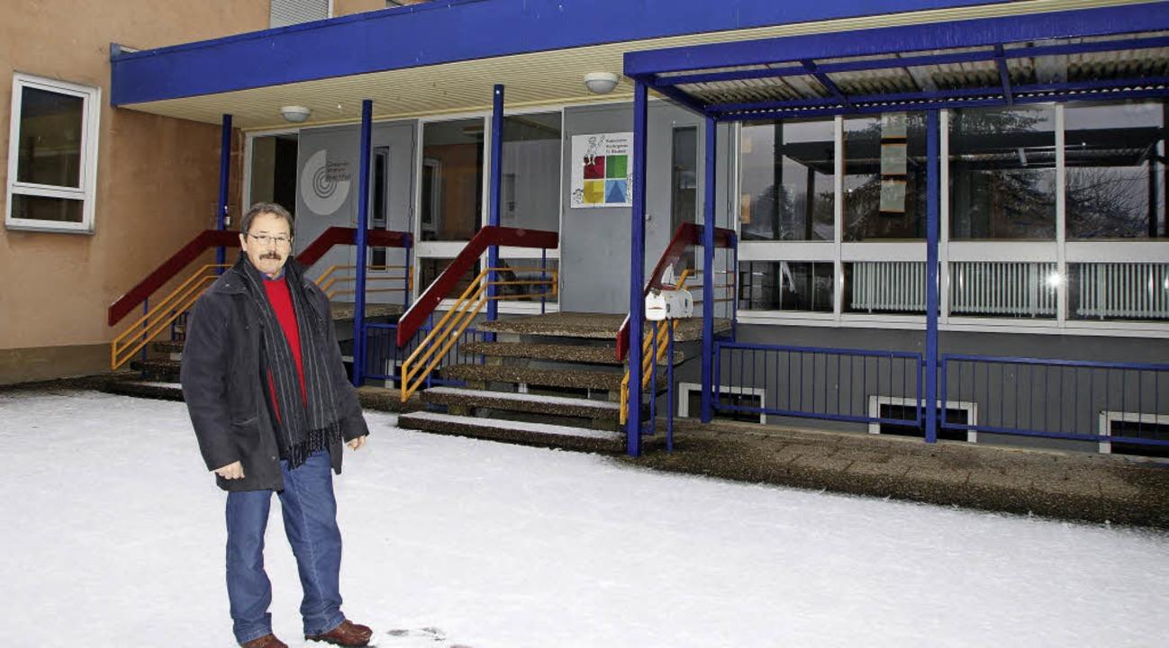 Vorsitzender Alfred Schleimer vor dem ehemaligen Kindergarten   | Foto: Heidi Fössel