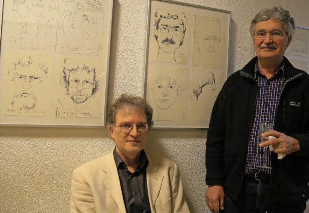 Die früheren Kollegen Schäfers, Eberha...nd Wolfgang Hundt, vor ihren Porträts.  | Foto: Sandra Decoux-Kone