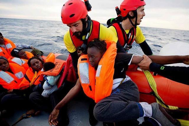 Oppermann will Flüchtlinge vor Überfahrt abfangen