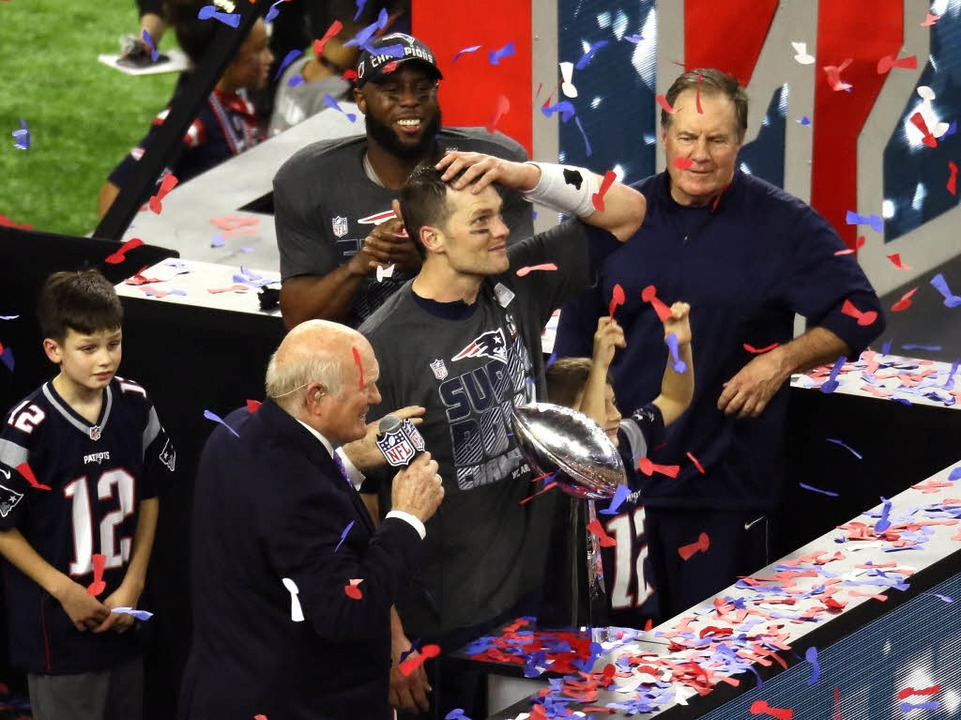 Tom Brady mit der Vince Lombardi Trophy  | Foto: AFP