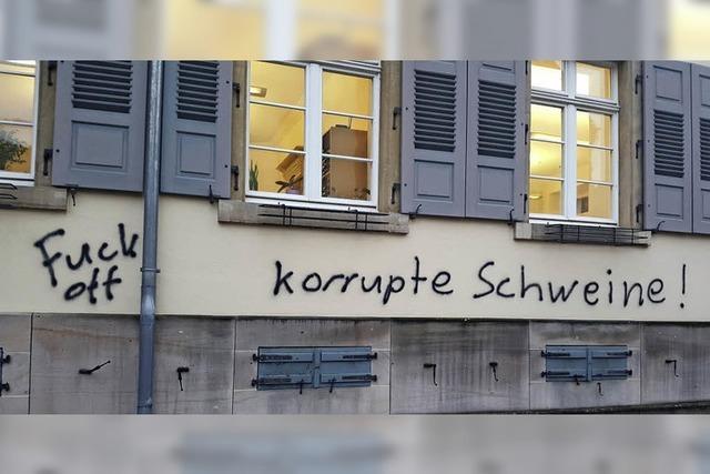 Sulzburger Rathaus beschmiert