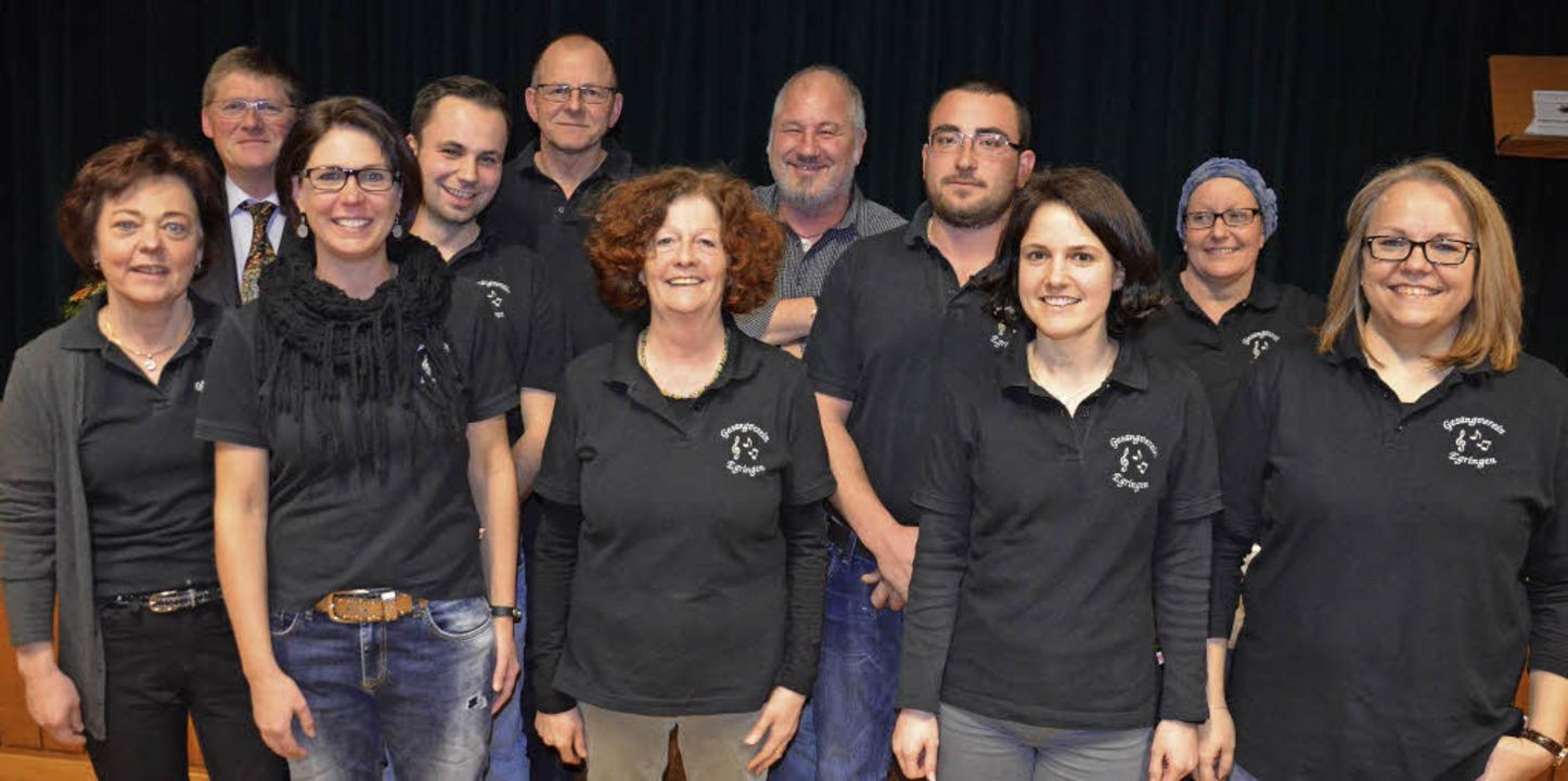 Den  Egringer Gesangverein führen (von...cy Bullerjahn  und Iris Wenk-Brunner.     Foto: Marco Schopferer
