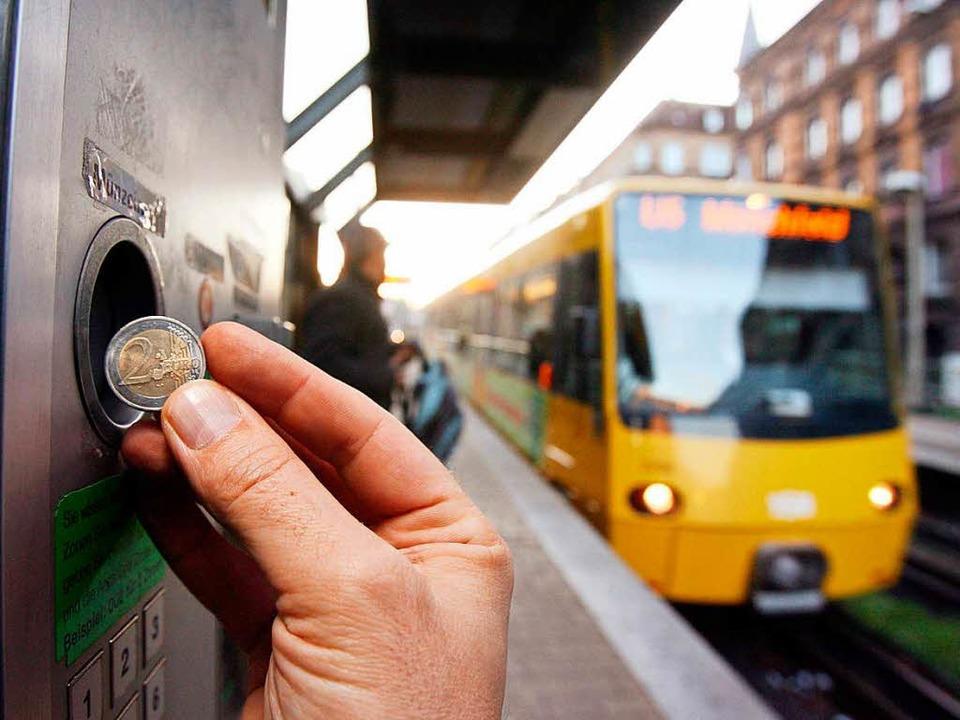 Ein Ticket für alles: Bahn, Bus, S-Bahn und Straßenbahn.    Foto: dpa