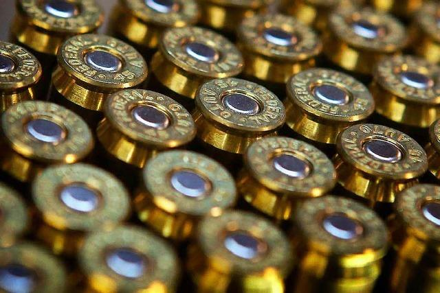 Zusteller legt 2000 Schuss Munition vor der Haustür ab