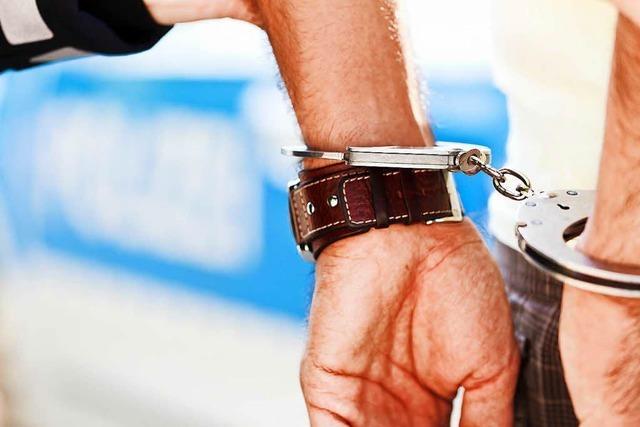 Streit nach Wohnungsumzug: 34-Jähriger mit Messerstichen schwer verletzt