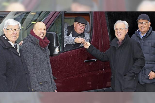 Förderverein übergibt barrierefreien Bus an Lörracher Seniorenzentrum