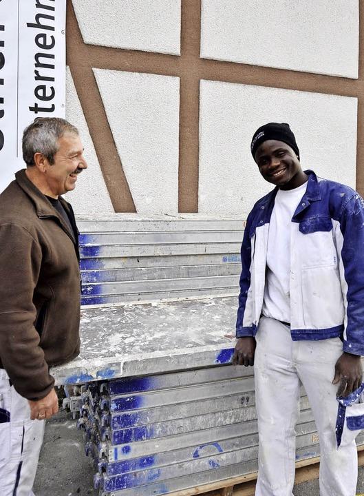 Mamadou Beyai kam vor zweieinhalb Jahr...ch Glockner den Beruf des Stuckateurs.  | Foto: Kai Kricheldorff