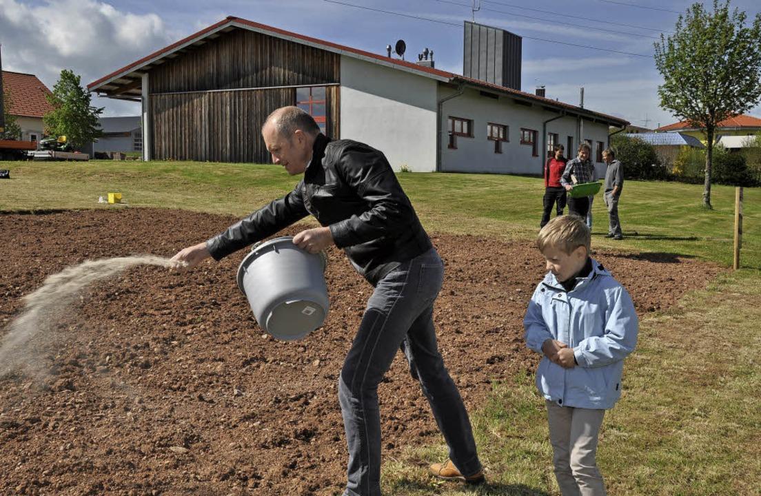Bürgermeister Dietmar Zäpernick hatte ...ln. Dafür gab es jetzt die Belohnung.   | Foto: Archivfoto: Kirsten Lux