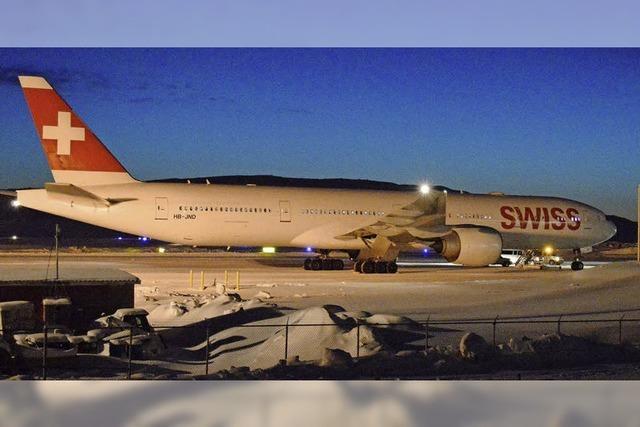 Flugzeug der Swiss Air in der Arktis gestrandet
