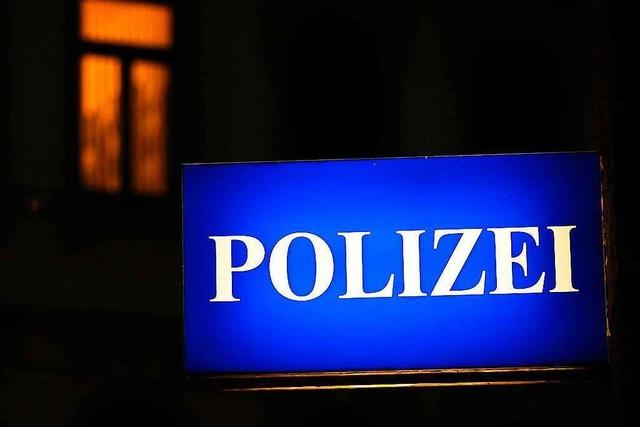 Polizei sucht Zeugen nach Nazi-Schmiererei an der Wiwili-Brücke
