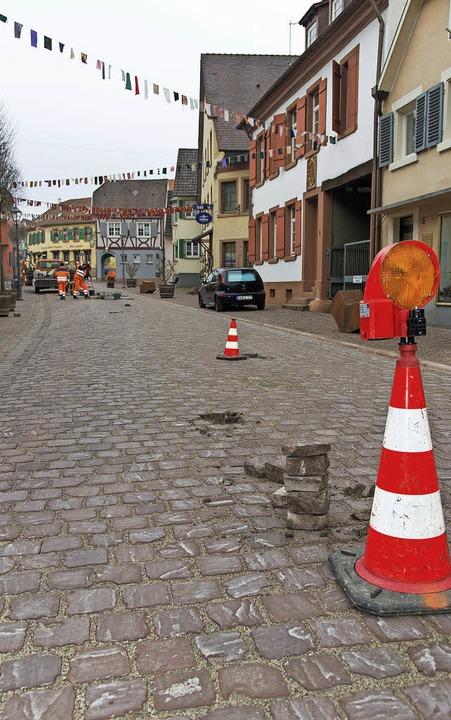 Die  Thomasstraße war am Mittwoch gesp...ersteine mussten ausgebessert werden.   | Foto: Olaf Michel