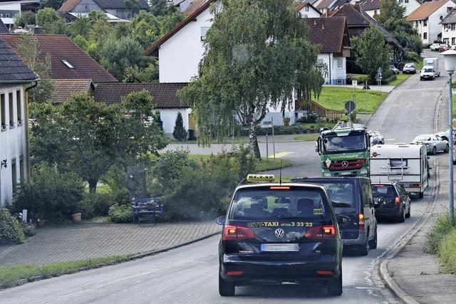 Verkehr der B 31 quält sich wieder durch Unadingen