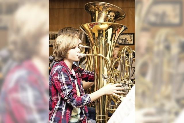 Eine Tuba für alle, und die Schlepperei hat ein Ende