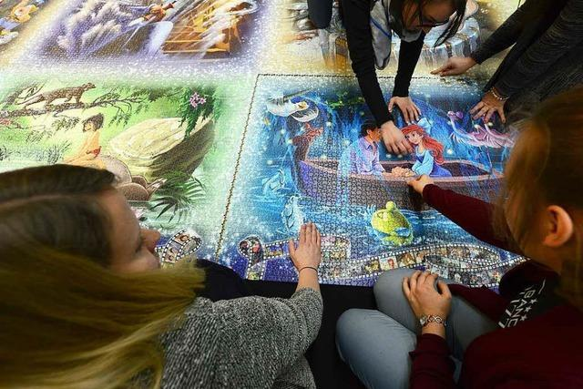 Puzzle-Fans legen in Freiburg das größte Puzzle der Welt zusammen