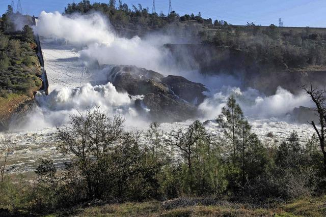 Ein Staudamm droht zu bersten