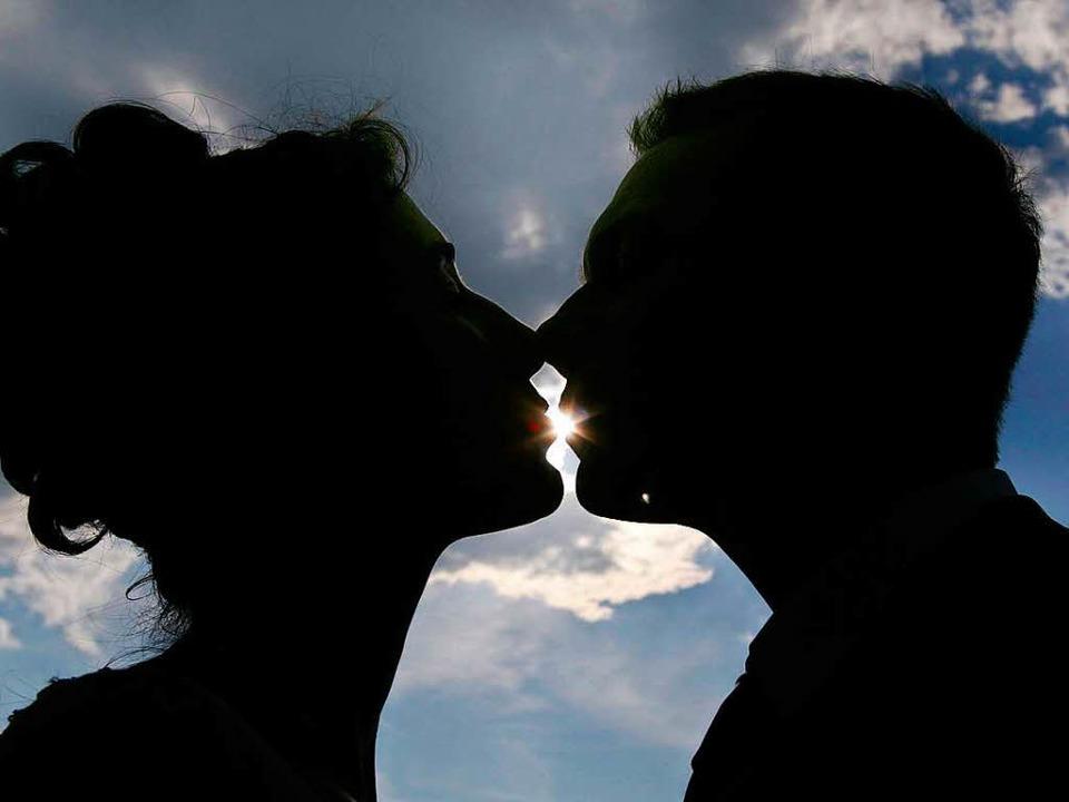 Küsse gehören zur Liebe dazu.   | Foto: dpa