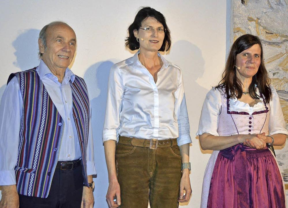 Die drei Erzählkünstler (von links):  ...eiß  und die Müllheimerin Karla Krauß   | Foto: Gabriele Hennicke