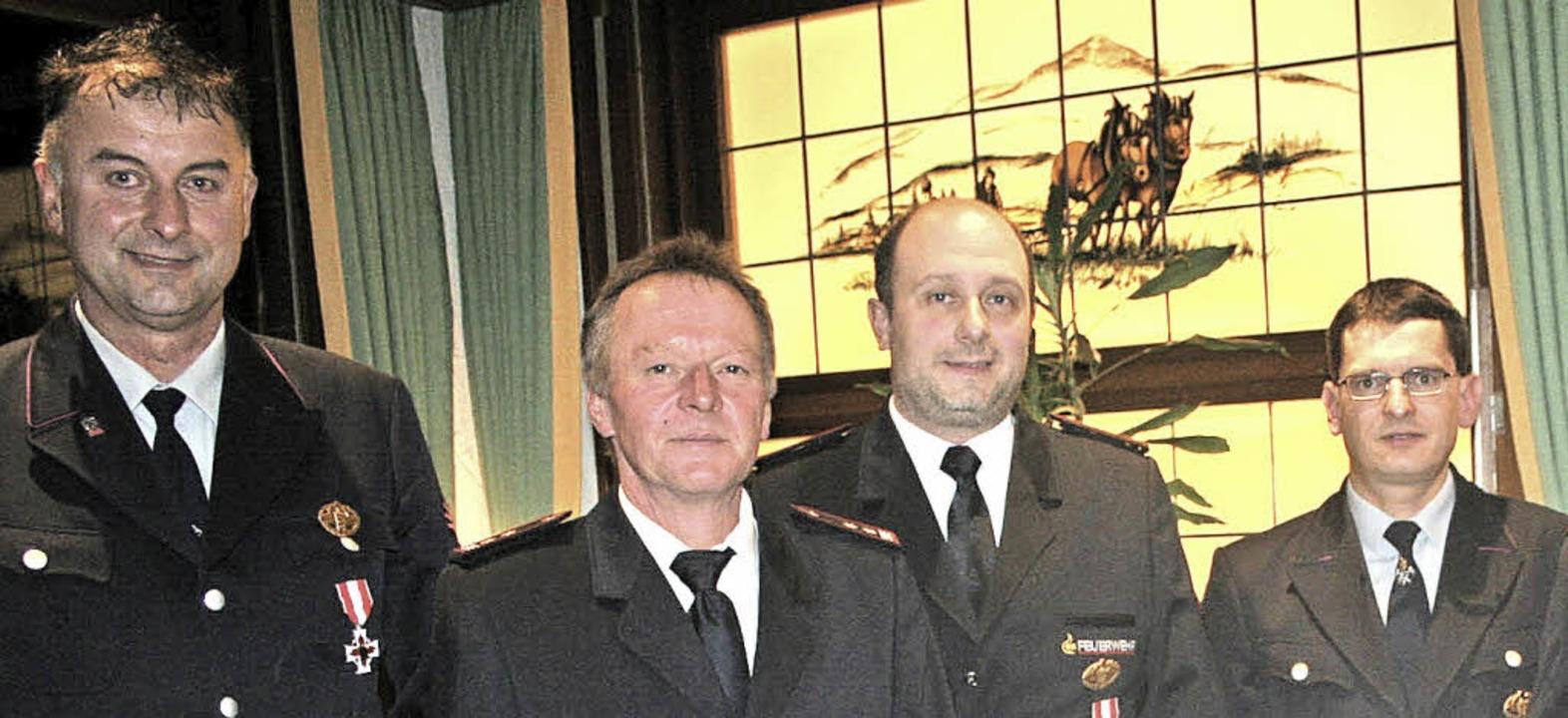 Für 25 Jahre  wurden geehrt (von  link...do Birkenberger und  Michael Schuler.   | Foto: Dieter Maurer