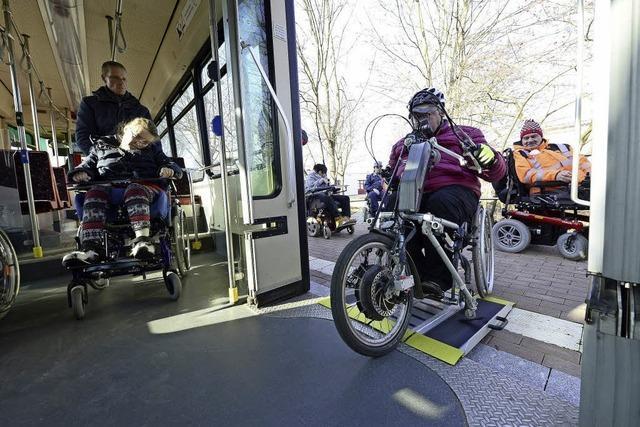 Mit dem Rollstuhl in der Tram: Um Hilfe zu bitten, ist immer okay