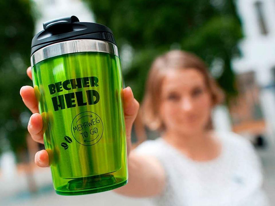 Coffee-to-Go auch in Lörrach bald im Mehrweg-Pfandbecher?  | Foto: dpa
