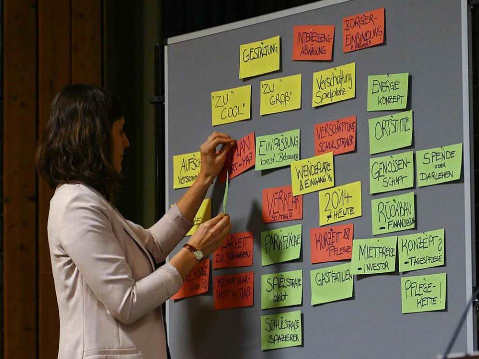 Die Anregungen und Kritikpunkte zum Projekt wurden auf Zettel geschrieben.  | Foto: Markus Donner