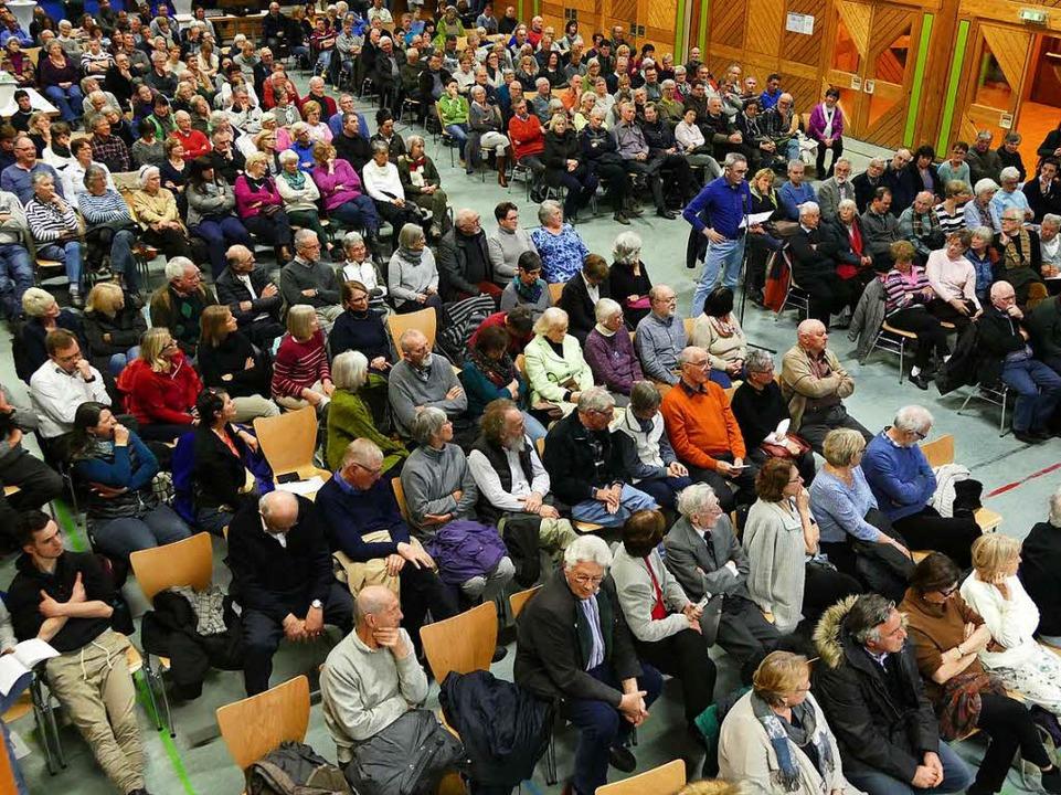 Blick in die Kageneckhalle bei der Einwohnerversammlung.  | Foto: Markus Donner