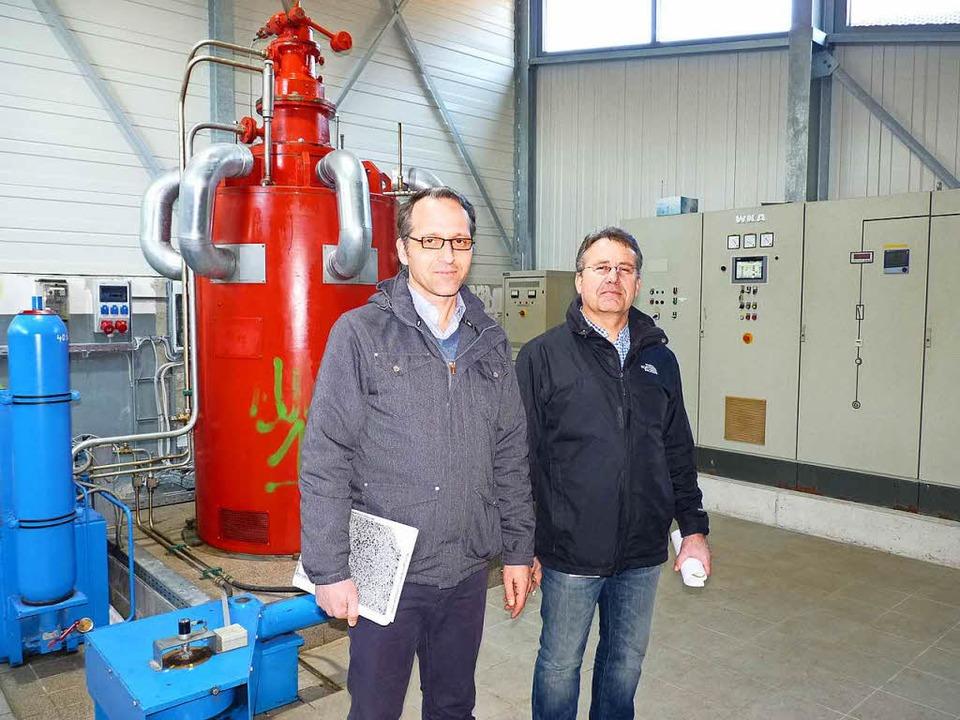 Jochen Ulrich (links) und Thomas Rothm...das Beste aus der Anlage  herausholen.  | Foto: Sattelberger