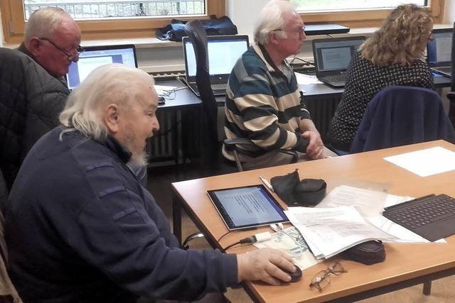 Senioren haben Spaß am Computer