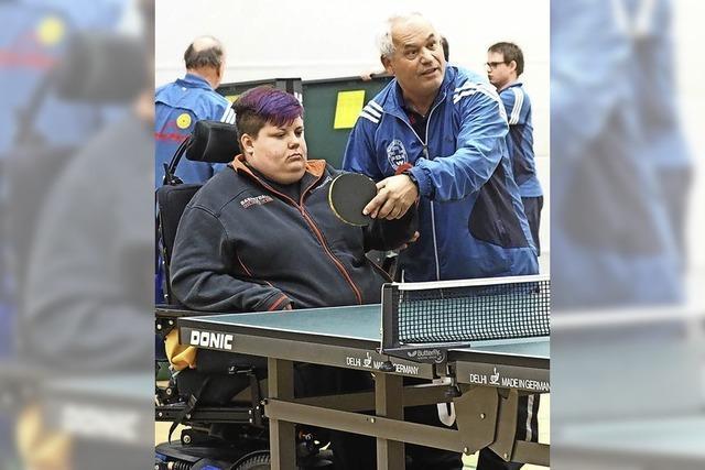 Tischtennistraining des SV Blau-Weiß Wiehre kommt bei Menschen mit Handicap gut an
