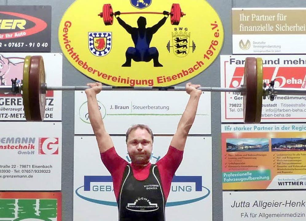 Erfolgreicher Versuch im Stoßen: Tobia... Eisenbach beeindruckende Leistungen.     Foto: ZVG