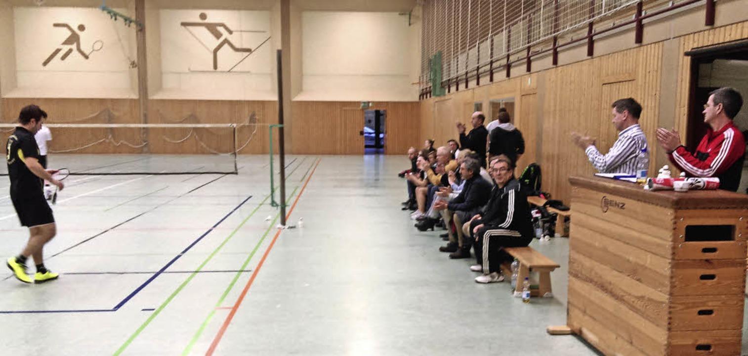 Die Zuschauer sind fast ausschließlich Hobbyspieler des Vereins.   | Foto: Wolfram Köhli
