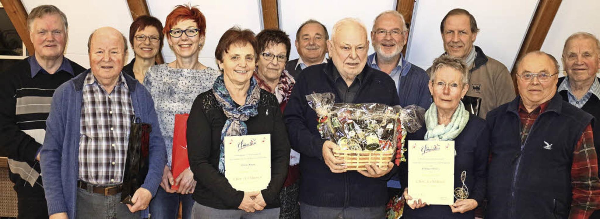 Der neu gewählte Vorstand, mit dem Vor...tter von rechts) weiter geben konnte.   | Foto: Karin Heiss