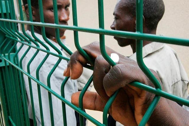 Hunderte Flüchtlinge stürmen spanische Exklave Ceuta
