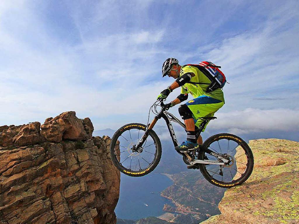auch mit 50 ist extrem mountainbiker hans rey kein weg zu. Black Bedroom Furniture Sets. Home Design Ideas