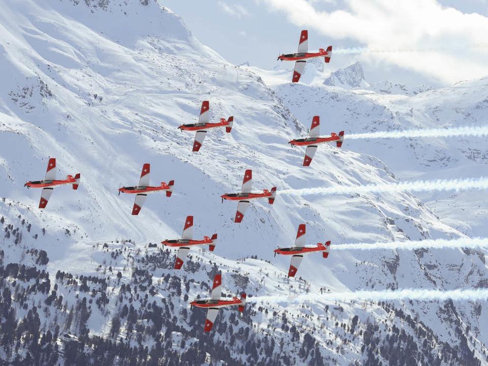 Flugzeuge über dem Zielraum der Ski-WM  | Foto: Michael Kappeler/dpa Picture Alliance