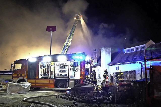 Feuer zerstört ehemalige Fabrik