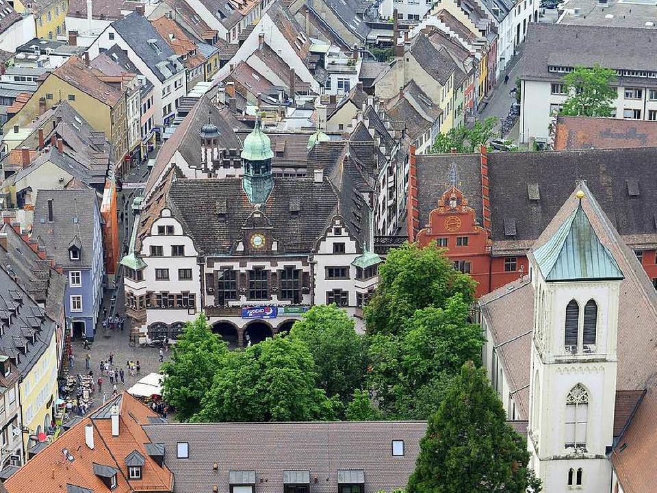 """Sieben Ratsfraktionen, die für 39 von ...22;900 Jahre Freiburg"""" geäußert.    Foto: Ingo Schneider"""