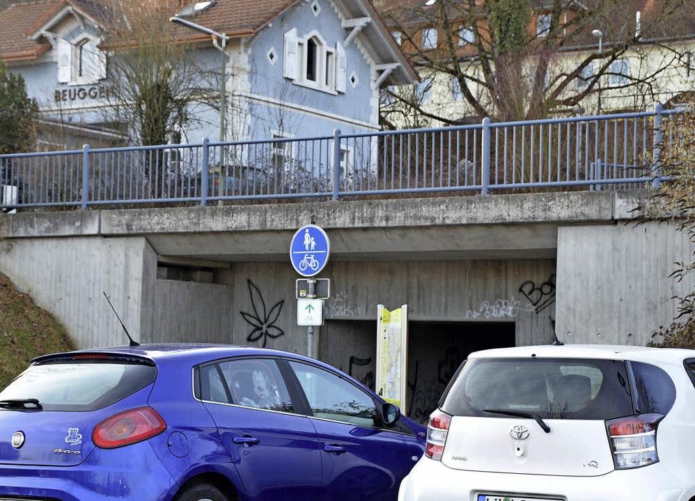 Parkplätze an der Bahnunterführung bei Schloss Beuggen     Foto: Böhm-Jacob
