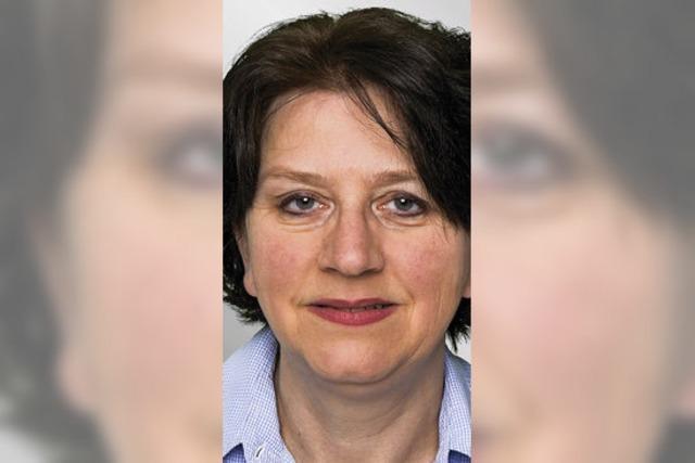 Gertrud von Ortenberg verteilt Küchle
