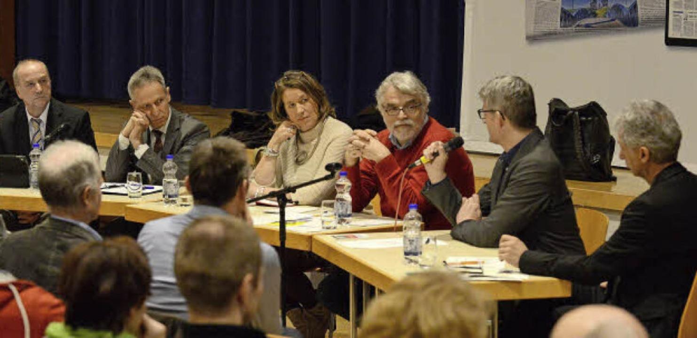 Die illustre Diskussionsrunde zum Them...richtsausfall in der Weiherhofschule.     Foto: Rita Eggstein