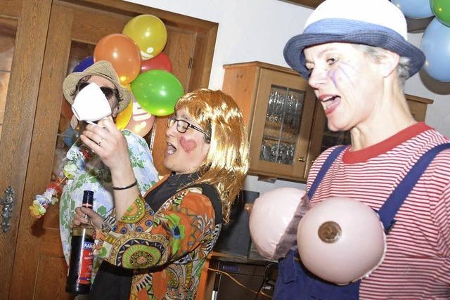 Frauen feiern ausgelassen