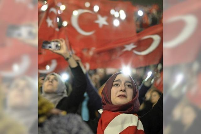 Erdogans Fans feiern in Oberhausen