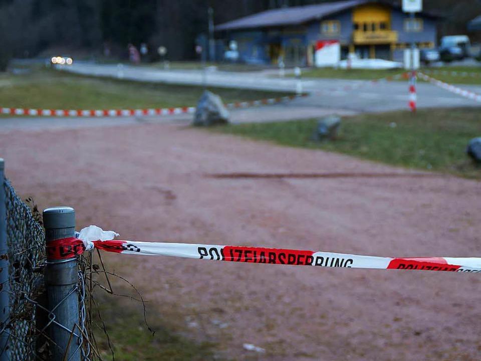 Der abgesperrte Tatort bei Schiltach  | Foto: kamera24.tv