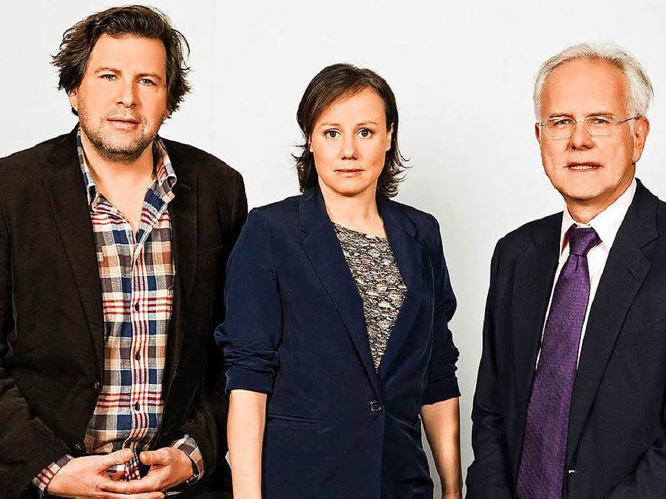 Das Ermittlerteam: Hans-Jochen Wagner und Eva Löbau mit Harald Schmidt Ende 2015  | Foto: obs