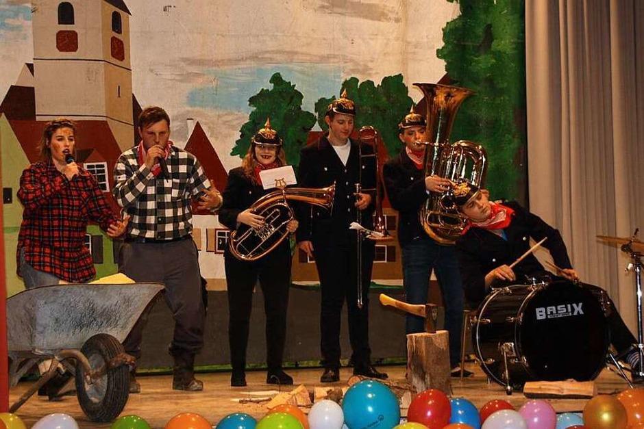 Rhinschnogäparade: Die Jungmusiker beim Holzmachen (Foto: Christiane Franz)