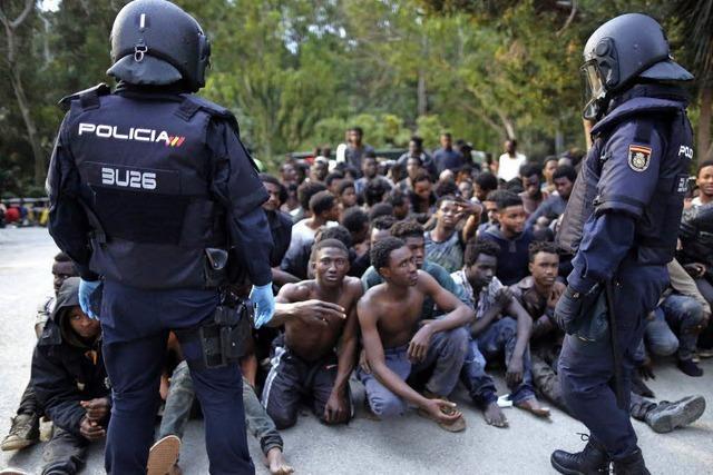 350 Flüchtlinge durchbrechen Grenzbefestigung zu spanischer Exklave Ceuta