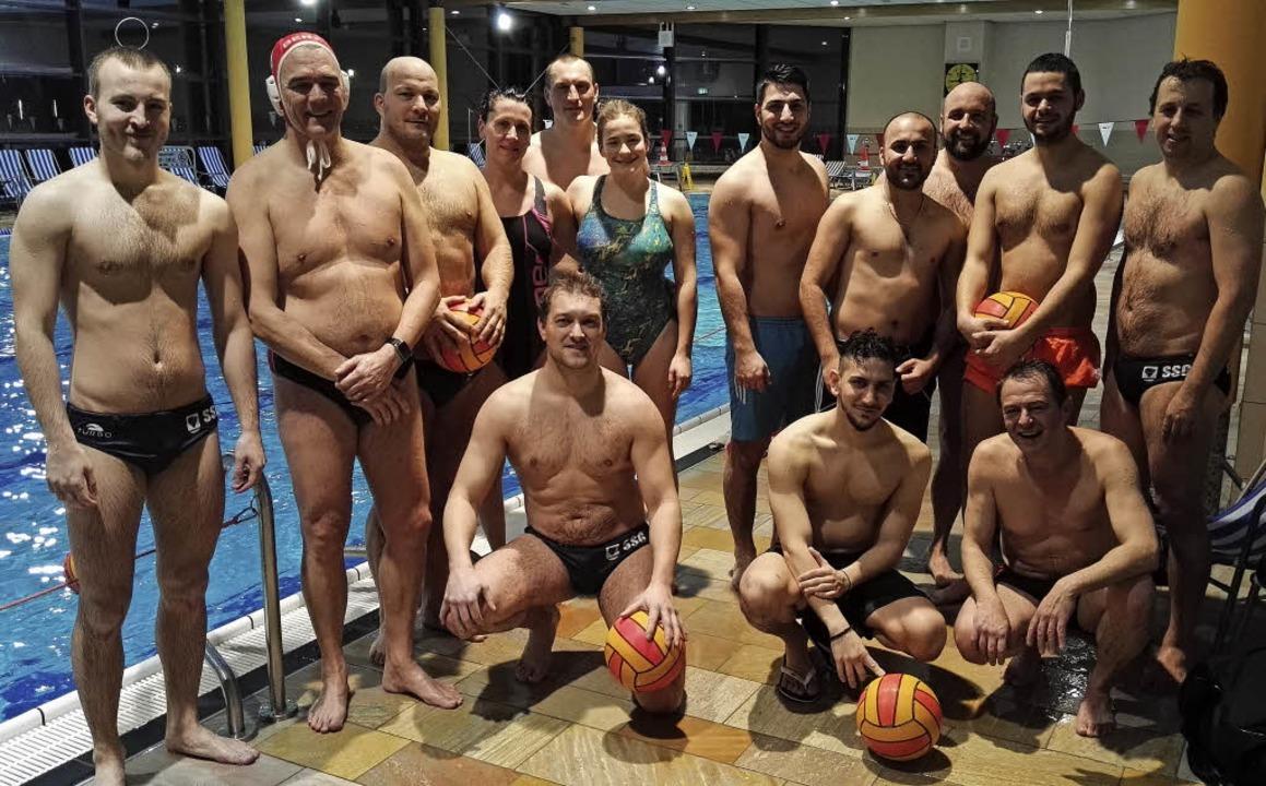<BZ-FotoAnlauf>Schwimmsport:</BZ-FotoA...Kicker des TJZ trainierten gemeinsam.     Foto: zvg