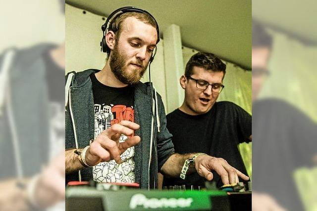 Das Duo Vluxional legt im Jos-Fritz-Café auf