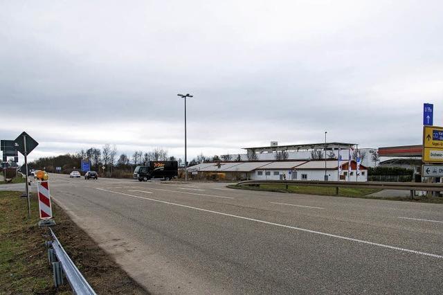Der Kreisverkehr im Gewerbegebiet rückt näher