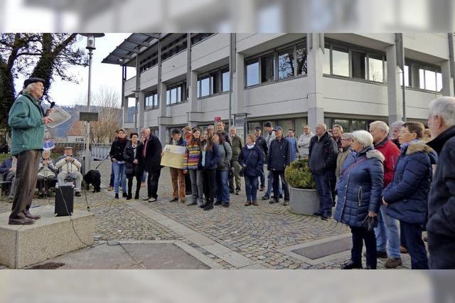 Albbrucker protestieren gegen Brücken-Abbruch